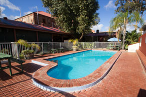 accommodation motel broken hill seasonal pool old willyama